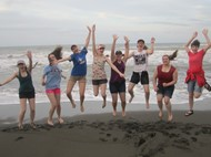 Students on beach in Costa Rica (photo)