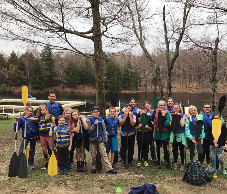 Photo of 5th grade going canoeing
